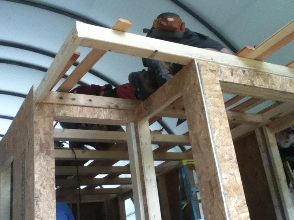 here you can really see the loft framing and spacing of the 4 x 4s - Tiny House Framing 2